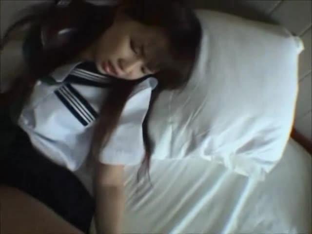 マッサージ店で女子小学生がリクスーコスプレで頑張るナナちゃんの学生系動画