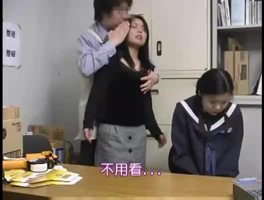 万引き女子校生にお仕置き!母親を目の前でレイプハメ撮り!
