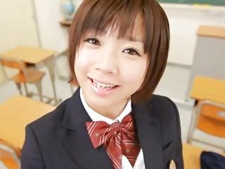【紗倉まな】初々しい美少女女子校生がいやらしい言葉を連発しながらチンポを扱く