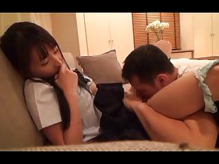 エロすぎ女子高生がトイレでブス男のデカチンを必死にシコって性欲処理の美少女動画