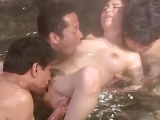 混浴温泉で大勢に寝取られちゃう美人妻