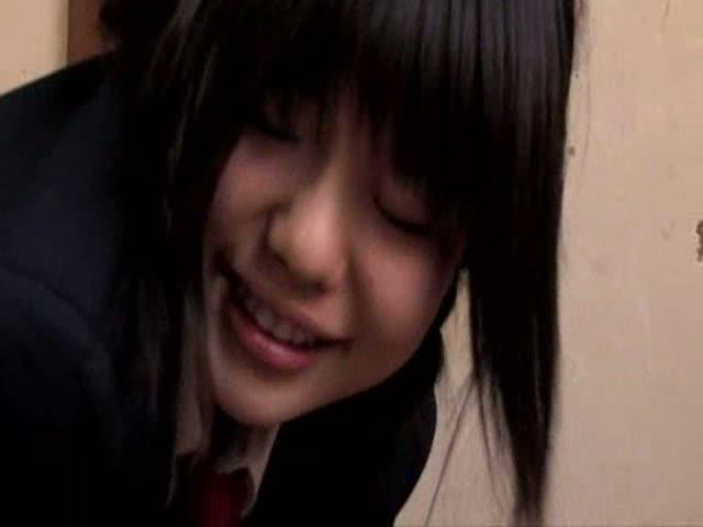 [黒髪 露出 痴女 女子校生 オジサン 誘惑]黒髪女子校生がオジサンを露出痴女な誘惑で顔射のおねだり