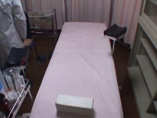 【ハメ撮り】産婦人科で巨乳お色気人妻に医師が種付けセックス