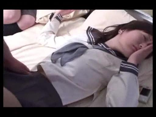 ニーソックス中高生がキモいおじさんにベロチュウ・クンニされのロリ系動画