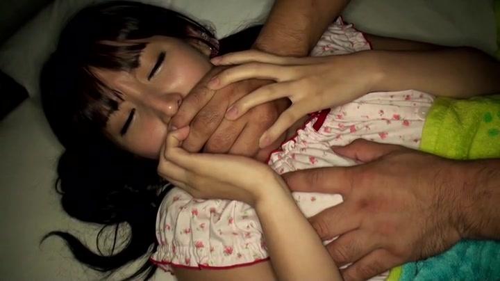 熟睡していた美少女をガチ夜這い