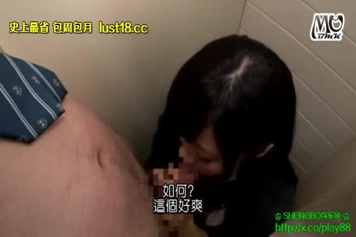 男子同級生を公衆トイレに連れ込みサクッと性欲処理しちゃう痴女JK