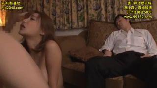眠る旦那の横で…ドスケベ性奴隷としての調教を一身に受ける巨乳美人妻