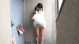 天然小学生が変態男に美乳を吸われて生ハメされるの校生系動画