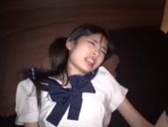おバカな女子高生がおまんこ丸見え状態でおしっこを注ぐのロリ系動画