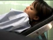 中高生の妹がキモ男に跨って顔面騎乗位で腰振りの学生系動画