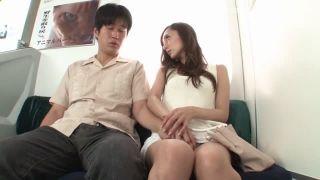 電車で誘惑してきたお姉さんとセックス