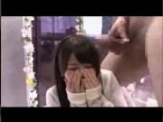 黒髪ロングのロリ顔美少女がMM号で極太チンポを慣れない手コキフェラ