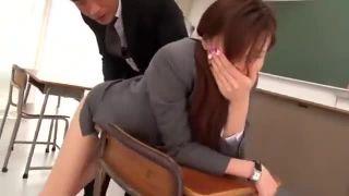 学校内で脅されて顔射レイプされちゃう女教師