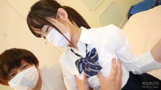 小学生か中学生くらいのロリ娘が彼氏にちっぱいを吸われる正常位に喘ぎ悶えるの美少女動画