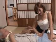 セックスとかしばらくしてない田舎の爺さんを誘惑して宿を確保する明日花キララ