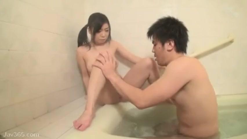 スクール水着の中学生が彼氏に内緒でキモイおっさんにピチピチ肌で援助交際の学生系動画