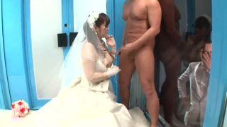 【マジックミラー号】結婚式直後の夫婦を連れ込んでウェディングドレスのままパコって中出ししちゃうw