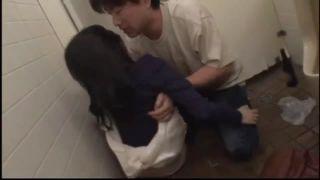 トイレでキレカワな女の子とエッチ