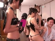 猫耳のロリ美少女たちが修学旅行で男達の顔に跨って顔面騎乗位プレイ