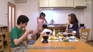 SEXのハードルが異常に低い家庭では食事中に家族で大乱交が始まっちゃうw