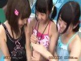 おませでビッチな童顔ロリ美少女3人組が、プールでちんぽの自由研究で「中に出してぇ」とパイパンマンコに中出しさせちゃう!