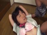 中学生アイドルが手足を固定されて破れた服のままこそばしに喘ぐのロリ系動画