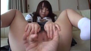 淫れる女子高生が敏感まんこにディルドを擦りつけるオナニーの美少女動画