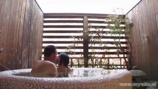 美人なアラサー人妻と温泉旅行先でハメ撮り