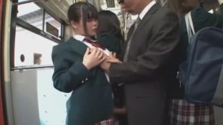 女子校のスクールバスに乗り込んでJKたちを痴漢レイプ!