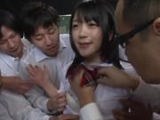 エロすぎ女子高生が汗臭いチンポを慣れない手つきで必死に舐めるの美少女動画