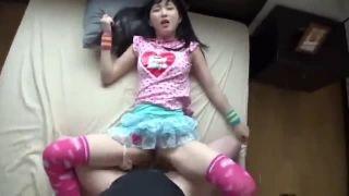 洗う女子中学生が慣れない舌使いで極太チンポをしゃぶるのロリ系動画