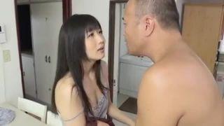 おバカな女子高生が怯えた顔に大量に熱々精子をぶっかけるの美少女動画