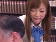 同級生の撮った制服JKがちっぱいを舐め回されて喘いじゃうのロリ系動画