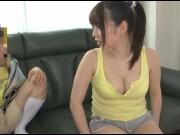 近所の小学生がキモ男に顔面騎乗位でエッチに感じるの美少女動画