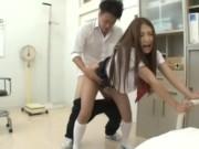 小柄な制服美少女娘がキッチンで変態父親に立ちバックで乱暴に犯される