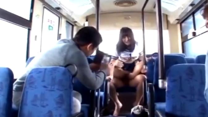 [美少女 少女JK 電車 痴漢]電車内で痴漢集団に襲われて抵抗できないままにザーメン塗れにされる美少女JK