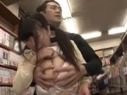 花も恥じらうお年頃の女子高生がマスク男たちに指入れされてメロメロのロリ系動画