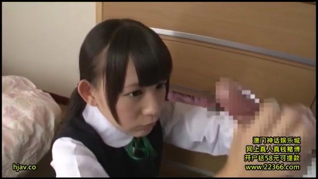 学校帰りの女子校生が敏感な乳首を弄って腰を震わせるの校生系動画