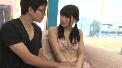 発育中のJKが恥ずかしそうにお股を開くの学生系動画