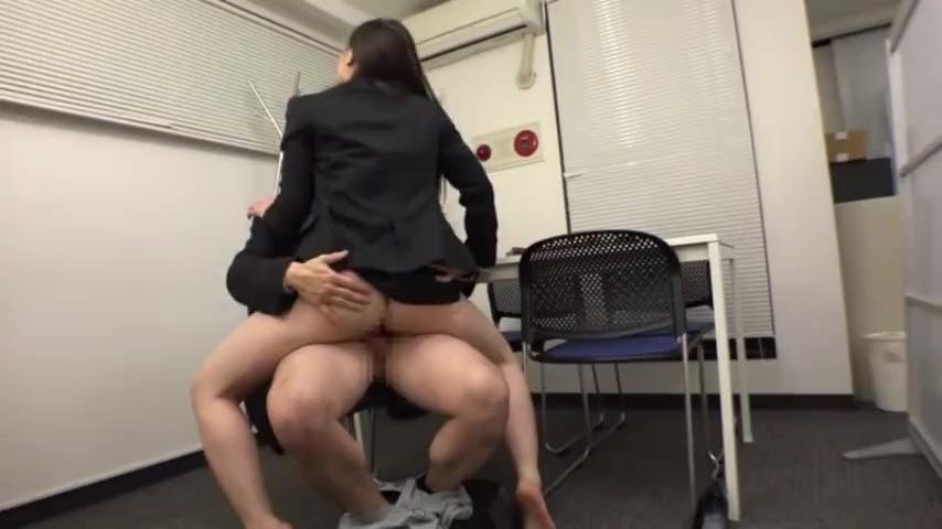 防災訓練中に巨乳でミニスカ美脚なスーツ姿の美人OLに欲情して、机の下で即ハメして中出しパコ!