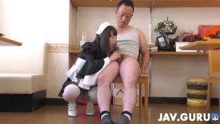 童顔ロリな美少女メイドが、オジサンの肉棒を一生懸命ご奉仕してフェラ抜きしちゃう!
