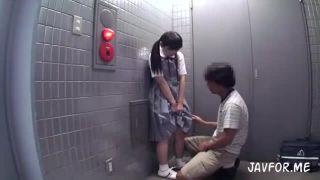 純朴な女子校生を強制イラマチオ