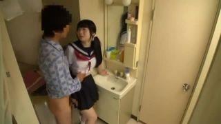 中学生アイドルがキモ男のチンポを足コキご奉仕の美少女動画