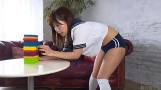 【小島みなみ】ゲームで負けちゃったブルマの女子校生が恥ずかし放尿しちゃってる