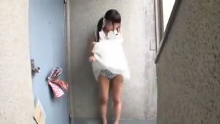 教育される女子小学生がパンツの上からまんこを弄ってオナニーの校生系動画