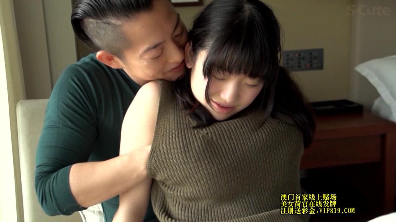 優しく筆おろし女子校生がスレンダー美女を日本人がナンパの美少女動画