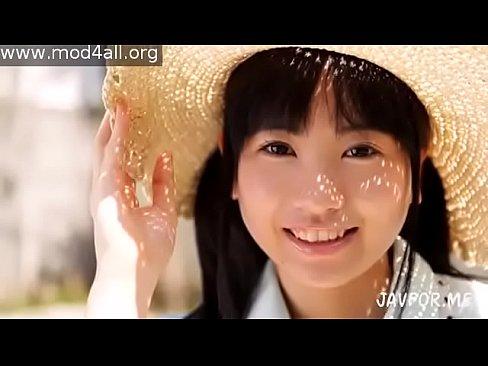 [ロリ 幼い JDロリっ娘]JDより若く見えるロリっ娘が幼い顔でフェラ→顔ドロドロ