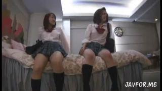 お風呂の校生がエロすぎる体制で臭いちんぽを足コキの校生系動画