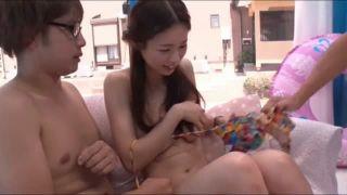 かわいい制服小学生が変態お姉さんに未発達の乳首を弄られるの学生系動画