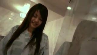 浴衣姿のJC?JKがデカチンに跨って腰振りに夢中の美少女動画